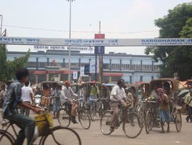 Traffic in the cities of the Bardhaman Region includes cars, bicycles and rickshaws.