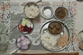 This elegant meal features foods common to the Nagpur Maharashtra area.