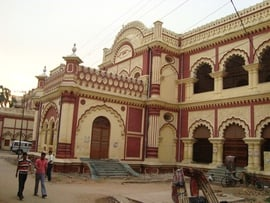 There are many elaborately decorated buildings in Patna, along with several famous temples that draw millions of visitors.
