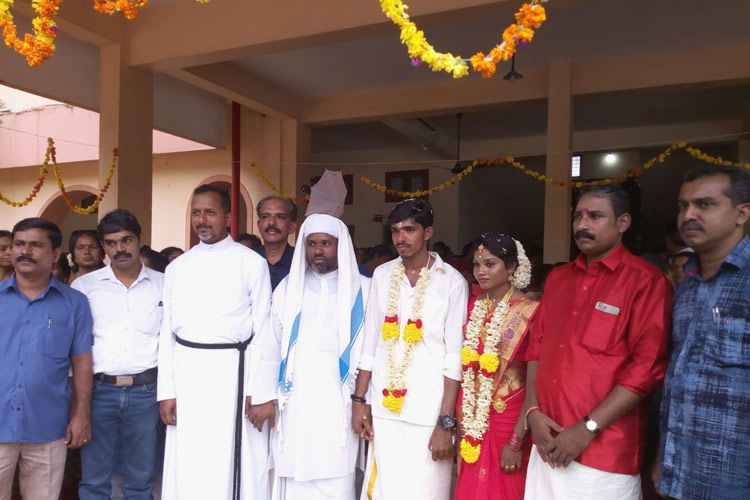 Marriage Ceremony Held in Kerala Flood Relief Camp