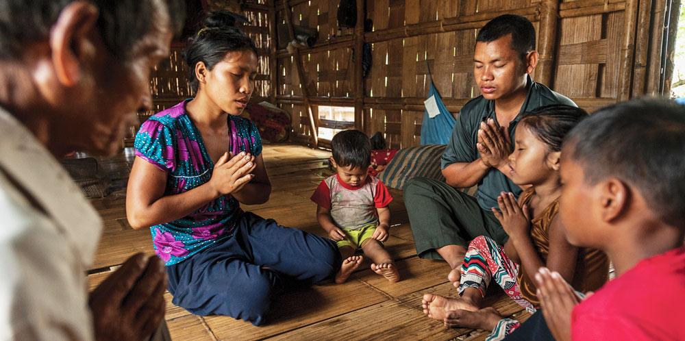Mahavir prays with his family